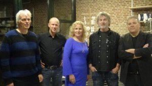 Organisatoren Frits en Debby en de schrijvers Karel Kanits, Marcel Verreck en dichter Harry Zevenbergen.